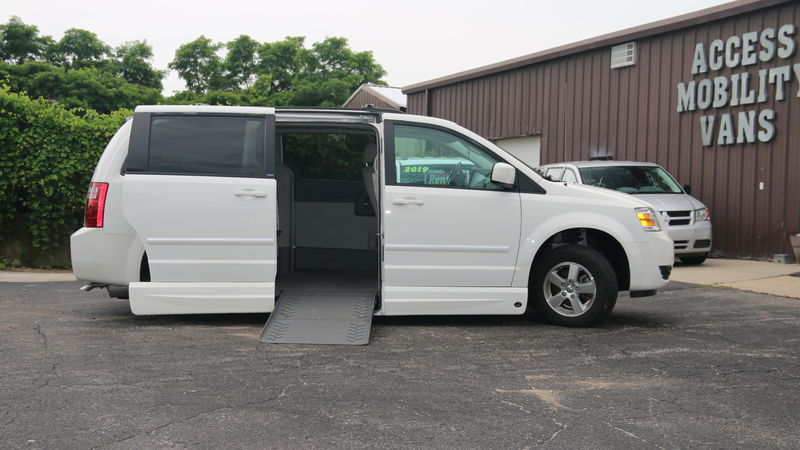Used 2009 Dodge Grand Caravan.  ConversionVMI Chrysler Summit