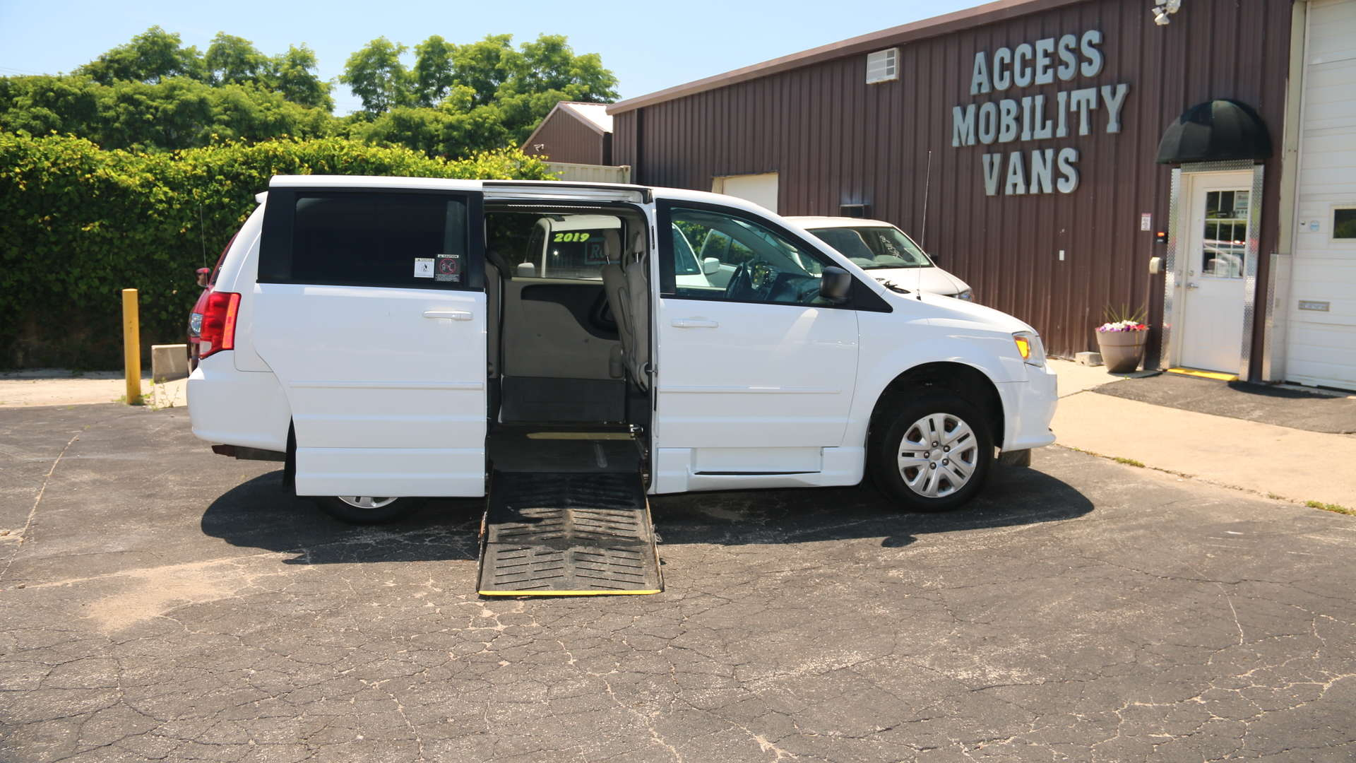 2014 Dodge Grand Caravan | Conversion: Eldorado National Amerivan Dodge & Chrysler Amerivan PT
